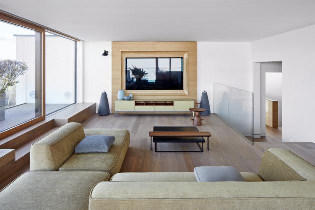 Barevnost interiéru je založena napřirozených matných odstínech, které záměrně nestrhávají přílišnou pozornost