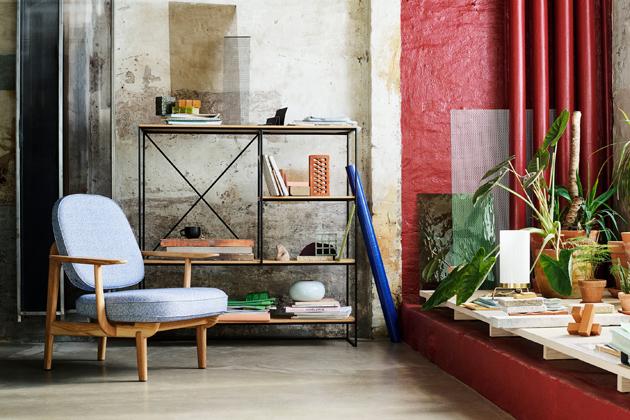 Španělský designér Jaime Hayón uchopil dánský přístup kdesignu, přidal něco ze své jižanské vášně azapomoci tradičních řemeslných postupů navrhl lounge chair JH97 (Fritz Hansen).