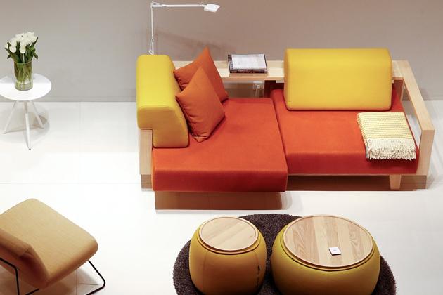 Pohovka Wood (Softline) umožňuje být kreativní ipři pohodlném odpočinku.