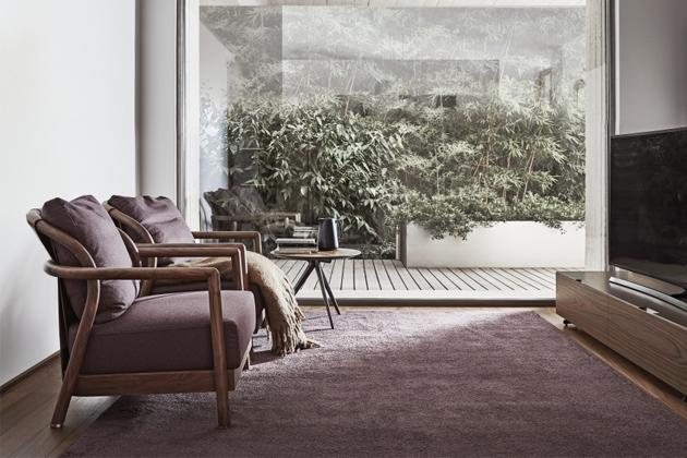 Venkovní verze křesla Alison oditalského výrobce Flexform si zachovává vlastnosti původního interiérového designu azcela přirozeně je interpretuje prostřednictvím materiálů vhodných idonáročnějšího počasí.