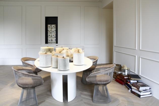 Dřevo, mramor a řemeslné zpracování nábytku se staly hlavními aktéry každé místnosti.