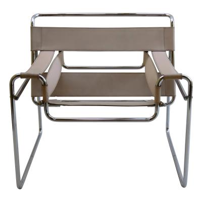 Křeslo Wassily Chair (Knoll), design Marcel Breuer, chromovaná ocel, kůže vevíce barvách, 73 × 79 ×69cm, výška sedáku 42cm, orientační cena 65000Kč, www.konsepti.com