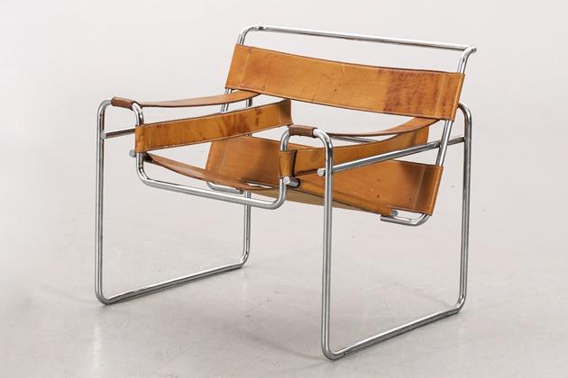 Křeslo Wassily Chair (Knoll), design Marcel Breuer, chromovaná ocel, kůže vevíce barvách, 73 × 79 ×69cm, výška sedáku 42cm, orientační cena 650