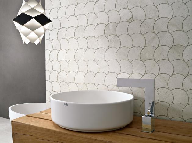 Obklad smozaikovým vzorem Conta Revstone2 (Flowa), rozměr 28,4 × 28,4cm, cena 665 Kč/m2, www.glamur.cz