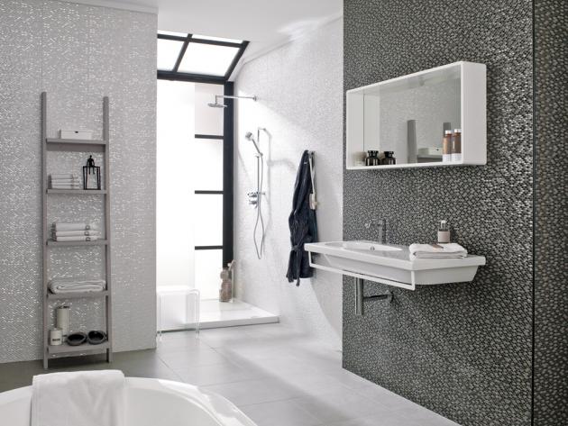 Obklady Medison (Porcelanosa) tvoří kombinace metalických plošek, 31,6 × 90cm, odstíny Nacar, Antracita aPlata cena od2037 Kč/m2, www.pgrupo.cz