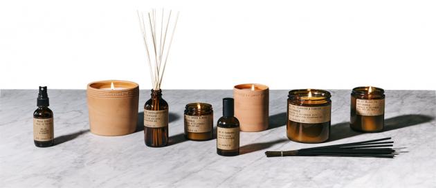 Difuzér Sandalwood Rose (P. F. Candle Co.), vonné oleje, ratanové tyčinky, cena 790Kč, WWW.NILA.CZ