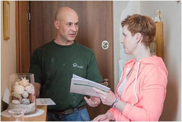 Kvalitní dveře do bytu nebo domu mají kromě bezpečnostní třídy 3 také protipožární odolnost a ochrání vaši domácnost i proti hluku. Uvažujete-li o pořízení bezpečnostních dveří do sklepa nebo kolárny, bude vám záležet hlavně na ochraně majetku. Dveře do bytu koupíte okolo 25 000, do nebytových prostor ale existuje o něco levnější varianta, která zajistí vše, co potřebujete.