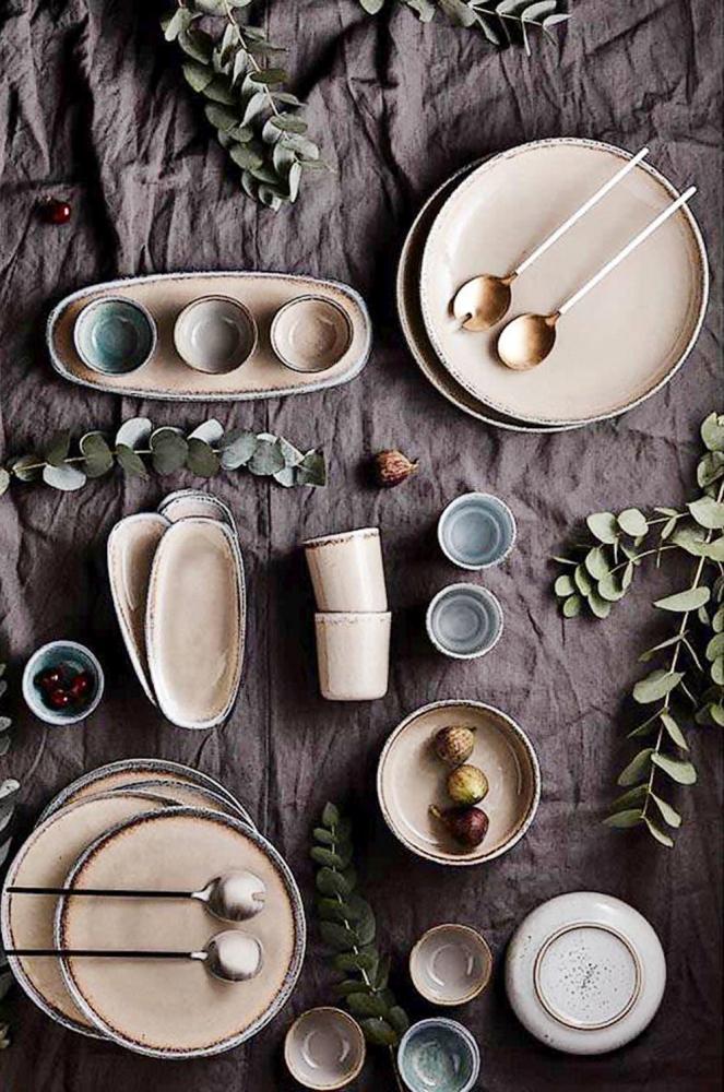 Sada servírovacího nádobí Nominomo (Vinga Home), ruční výroba, glazurovaná keramika, vhodné idomyčky, cena nadotaz, www.westwing.cz