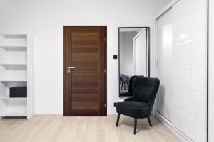 Elegantní řešení nabízejí interiérové dveře s vsazenými hliníkovými lištami