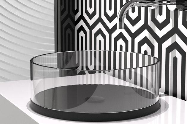 Sklo je ušlechtilý materiál, který každou formu snadno pozvedne. Ručně vyráběné umyvadlo Xtreme M (Glass Design) určené pro umístění na desku svými skleněnými stěnami oslňuje a působí luxusně a zároveň neokázale. Minimalistické linie kruhového válce o výšce 30 cm vycházejí z nádržky o průměru 36,7 cm, vyrobené z inovativního kompozitního materiálu. Design Studio Arius, cena 26 150 Kč, WWW.GLASSDESIGN.IT