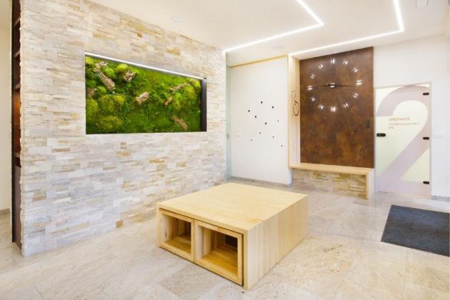Mechové obrazy objevili i špičkoví architekti a designéři, kteří je svým klientům stále častěji navrhují na míru. Skvěle padnou do každého interiéru, ať už se jedná o váš domov, kancelářské prostory, butiky, showroomy či restaurace.