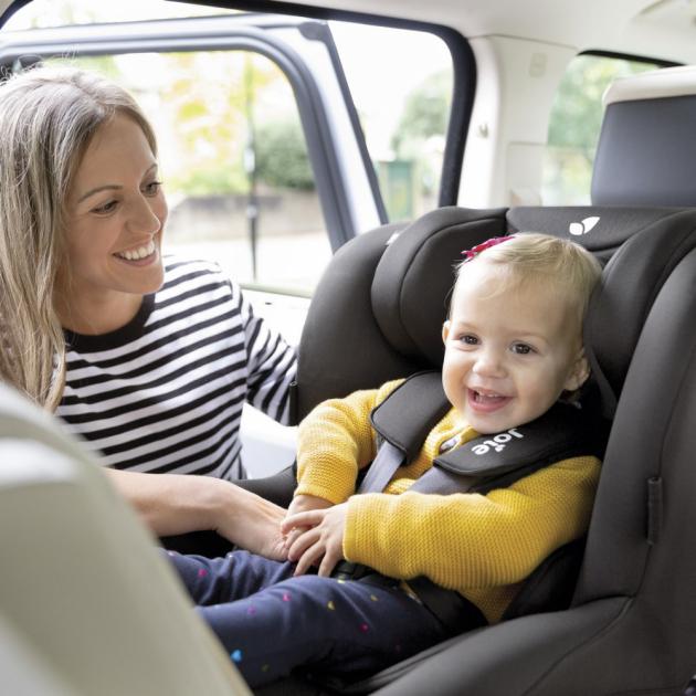 Autosedačka JOIE i-Spin Safe (od narození do výšky 105 cm, max. 19 kg) vychází z úspěšné sedačky JOIE i-Spin, která triumfovala např. v testu ADAC.