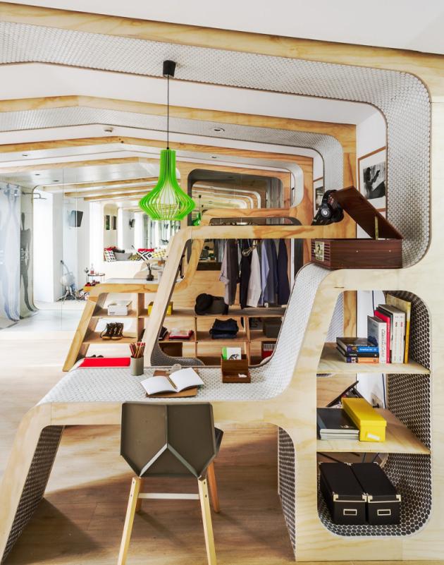 Modulární části ve vnitřním prostoru označili a uspořádali podle každodenní činnosti majitelů.