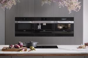 Svestavnými spotřebiči generace 7000 (Miele) se stává vaření intuitivnější asnazší než kdy dříve: firma uvádí natrh první kameru vtroubě, která vydrží extrémní teplo, WWW.MIELE.CZ