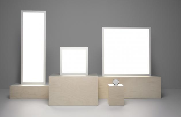 Osvětlovací panely Floalt (IKEA), stmívatelné pomocí dálkového ovladače / smartphonu, cena od 1 990 Kč, WWW.IKEA.CZ
