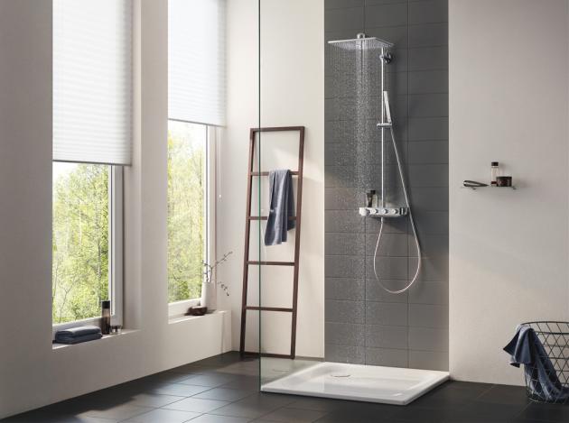 Sprchový systém Euphoria Smart Control (Grohe) určený pro nástěnnou montáž, zruční ihlavové sprchy lze spustit intenzivní masážní proud, nebonaopak jemný relaxační elixír, systém dodáván se sprchami vhranatém či oválném provedení, cena dle konfigurace, www.grohe.cz