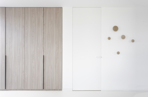 Dveře Fortius 52 a skrytá soklová lišta Linus