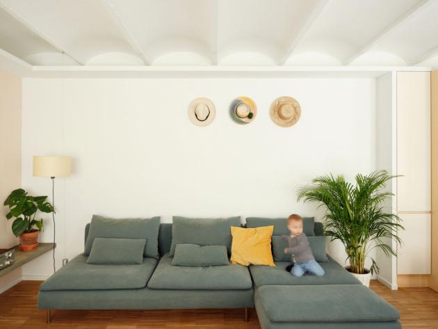 Architekti místo zrekonstruovali tak, aby na ploše 110 m2 vznikl prosvětlený loft a studio.