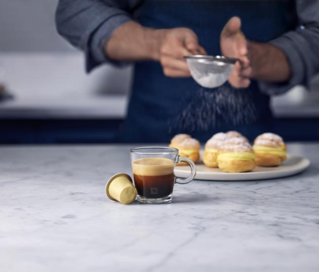 Barista Creations Vanilla Éclair – sametová Vanilla Éclair je plnou směsí zrn Arabica z Latinské Ameriky, ve které vás zaujme sladká a hedvábná chuť.