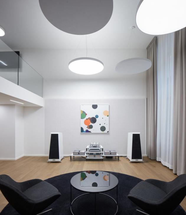 VOIX ovšem nenabízí jen špičkové audio a video pro soukromý poslech a domácí kino, ale také realizaci kompletního ozvučení rezidenčních a firemních prostor. Ty se realizují již vokamžiku stavby vsouladu stypem, charakterem a designem budovy či obytného prostoru.