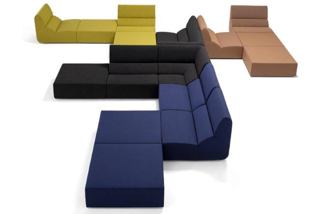 Modulární sedací nábytek After sofa (Prostoria) nabízí široké spektrum kompozic i využití.
