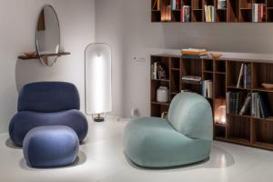 Kolekce nábytku Pukkavznikla jako oslava padesáti let úspěšné kolekce křesel UP50 od designéra Gaetana Pesce, kterého inspiroval tvar houby určené pro sprchování.