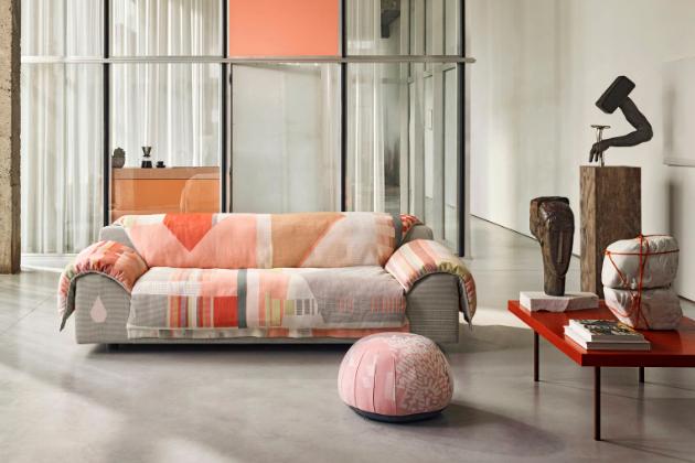 Multifunkční polštář, stolička ataburet Bovist vše vjednom je ideálním solitérním doplňkem kolekce pohovek Vlinder (Vitra).