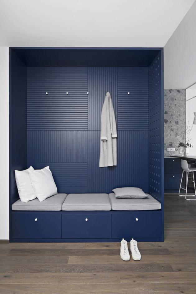 Nika s chytře řešeným úložným prostorem byla vyrobena na míru dle návrhu architektek, dodávka od výrobce DEVOTO