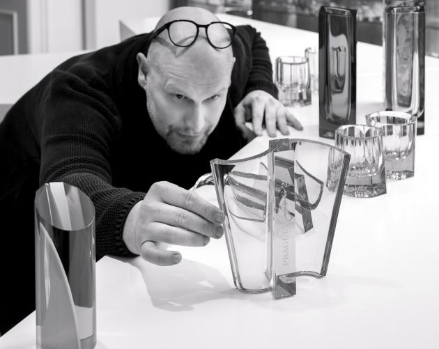Je uměleckým ředitelem sklárny Moser. Pečuje o nesmrtelnost nejcennějšího dědictví českého skla, které převléká do moderního hávu a posouvá ho na nejvyšší světovou metu. Patří k výtvarným umělcům s vlastními patenty a překračujícím hranice, jejichž životní přesvědčení, vize, zaujetí a houževnatost míří k dokonalosti.