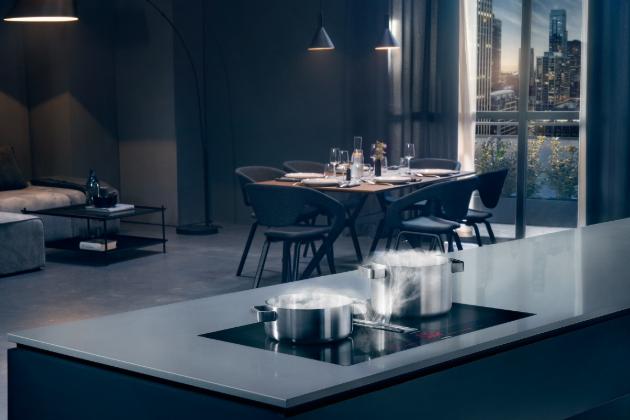 Nová deska inductionAir Plus z exkluzivní řady studioLine značky Siemens oslňuje svým designem, praktičností a novými možnostmi umístění