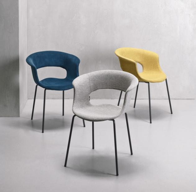 Židle Miss B Pop (Scab design), design Luisa Battaglia, polykarbonátová skořepina čalouněná v látce, lakovaná, kovová podnož, orientační cena 7 500 Kč, WWW.ONESPACE.CZ