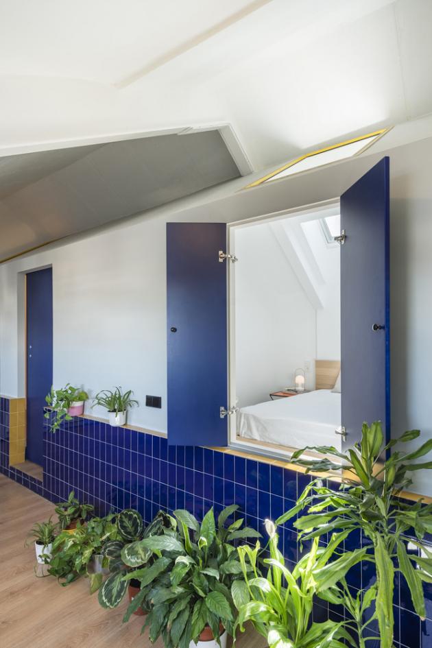 Majitel měl velmi omezený rozpočet. Trval však na tom, aby vprostoru vznikly dvě ložnice s vlastní koupelnou, protože plánoval byt pronajímat studentům vysokých škol.