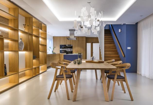 Ukázka z kuchyně z realizace interiéru (de.fakto), design Petr Holada, dub dýha a MDF, matná povrchová úprava, pracovní deska Krion, WWW.DEFAKTO.CZ