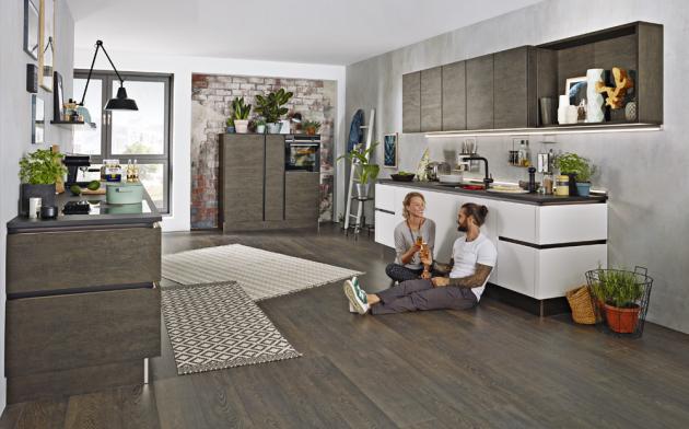 Kuchyňský koncept NK23930 (Nolte Küchen), provedení Artwood / Soft Lack, odstíny kouřový dub a bílý, cena na dotaz, WWW.NOLTE-KUECHEN. DE