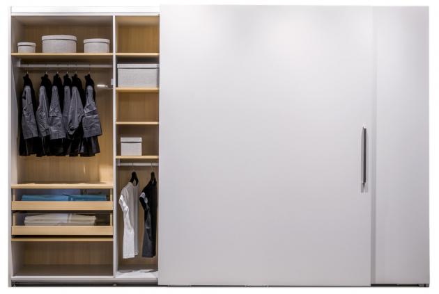 Vestavné skříně na míru maximálně využívají volný prostor od podlahy ke stropu