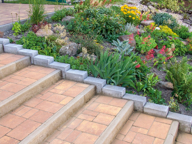 Obecně se používají k překonání malých výškových rozdílů, ale mají široké uplatnění i v zahradní architektuře. Možnosti návrhů jsou téměř nekonečné, protože palisády jsou dostupné v různých výškách, barvách a tvarech. Palisády jsou kulaté, půlkruhové, hranaté, špičaté nebo zkosené, jednořadé či dvouřadé. Pokud se rozhodnete pro dřevěné palisády, musíte je před zpracováním naimpregnovat nebo aplikovat jiný vhodný materiál na ochranu dřeva.