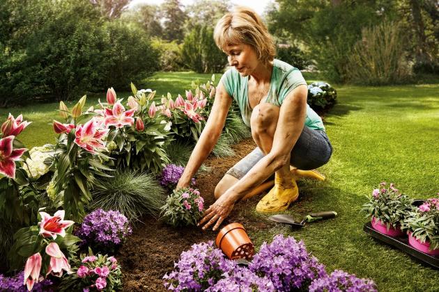 Jaro je tu, dny se postupně prodlužují a nastává ideální čas pro plánování zahradních prací. Úprava terénu může přinést do vaší zahrady mnoho praktických prvků, pomůže vylepšit její vzhled, ale také vyřešit některé prostorové problémy.