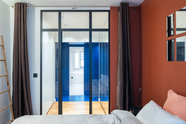Architektonické studio HOCH se sídlem v Paříži a Aix-en-Provence nedávno dokončilo rekonstrukci bytu vmoderní pařížské čtvrti Pigalle