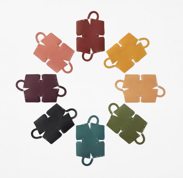 Nendo navrhlo koženou kabelku. Složit si ji můžete doma