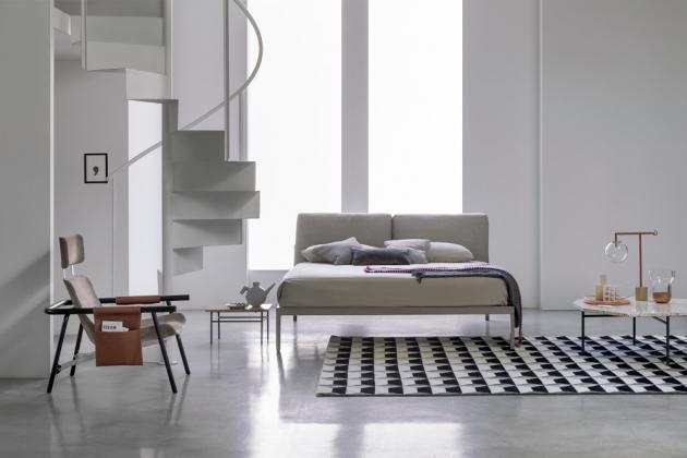 Postel Moglie e Marito (Bonaldo), design Paolo Grasselli, ocelový rám, textilie i kůže, včetně roštu, cena od 88 100 Kč, WWW.PUNTODESIGN.CZ