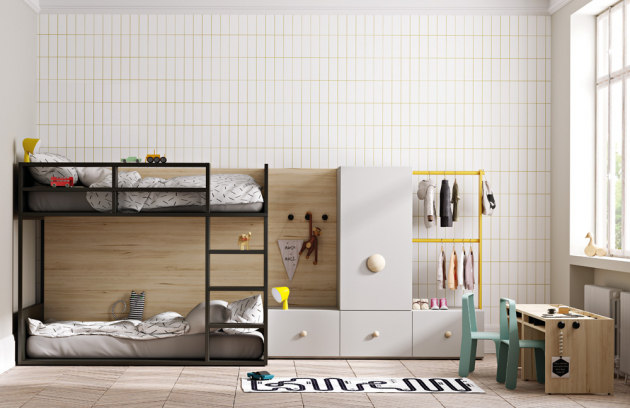 Kompozice patrové postele se dvěma lůžky, žebříkem, psacím stolem a úložnými prostory (Lagrama), variabilní úložné prostory lze kombinovat, barevnost dle vzorníku, orientační cena 91 313 Kč, WWW.SPACE4KIDS.CZ