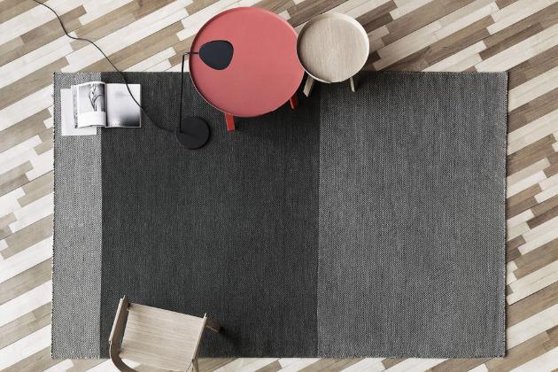 Koberec Varjo (Muuto), design Tina Ratzer, 100% novozélandská vlna, 170 × 240 cm, cena 16 870 Kč, WWW.STOCKIST.CZ