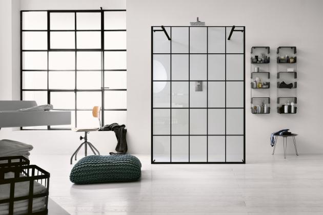 Jednou z novinek značky Inda jsou sprchové kouty typu walk-in, které tvoří prosklená stěna černé konstrukce s minimem upevňovacích prvků, cena na dotaz, WWW.DESIGNBATH.CZ