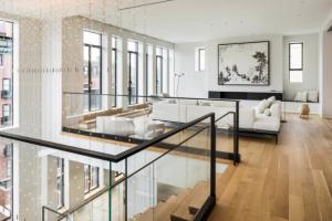 Architektonické a designové studio Hacin + Associates dokončilo duplex Four51 PH vbostonské čtvrti Back Bay.