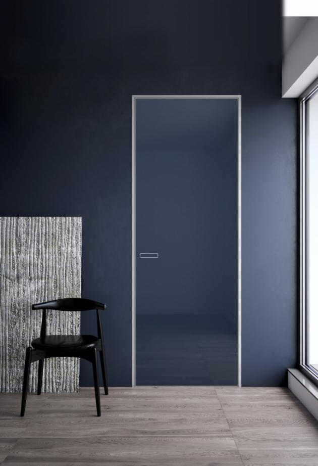 Dveře Master Door (JAP), vnitřní konstrukce z hliníku umožňuje širokou variabilitu povrchových materiálů, subtilní hliníkový rámeček skryté zárubně Emotive, cena dveří od 14 944 Kč, cena zárubně od 12 026 Kč, WWW.JAPCZ.CZ