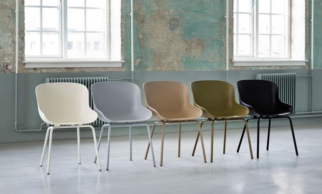 Oblíbená série čalouněného nábytku Hyg (Normann Copenhagen), pojmenovaná podle dánského fenoménu hygge, se dočkala rozšíření ojídelní abarové židle.