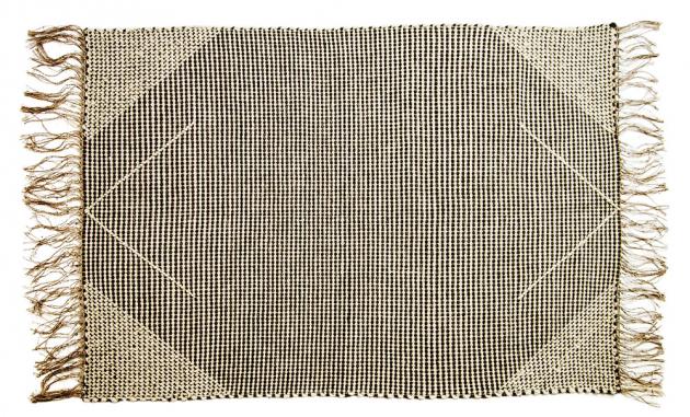 Durch Duo tvoří Anežka Podzemská a Dana Elsterová, které společně vystudovaly textilní tvorbu na VŠUP v Praze a následně nedaleko hlavního města otevřely vlastní ateliér. Tvoří koberce, deky, polštáře a další interiérové doplňky inspirované přírodními motivy a folklórem.
