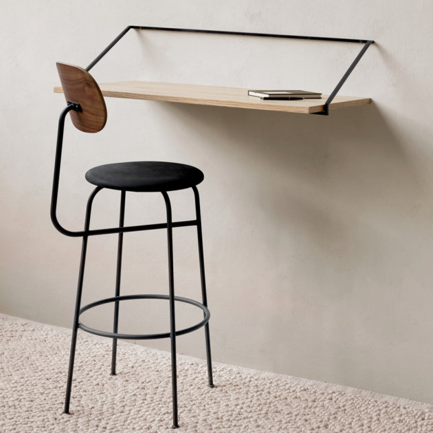 Při tvorbě stolu Rail Desk (Menu) se japonský designér Kejdži Ašizawa zaměřil nasvět architektury vkontextu ocelářského průmyslu.