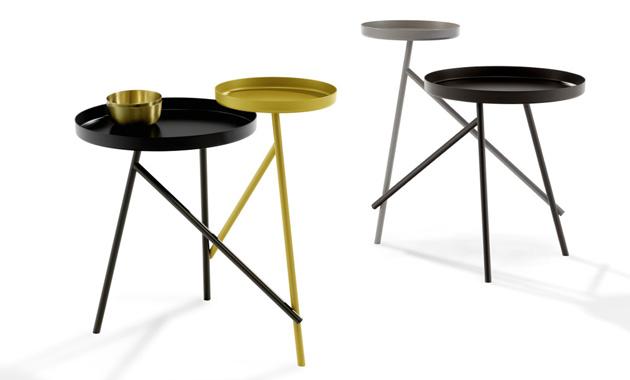 Odkládací stolek Tango (Draenert) připomíná dva tanečníky sdílející ladný pohyb, dokonale srostlé, přesto odlišné svou velikostí a barevností. Lakovaný kov je dostupný ve více povrchových úpravách, umožňujících různé kombinace. Design Stephan Veit, 36,5 × 59 × 55,5 cm. Ø 23 a 36,5 cm, cena na dotaz, WWW.STOPKA.CZ