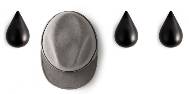 Nástěnný věšák Dropit  (Normann Copenhagen),  design Asshoff Brogård,  dřevo, cena od780Kč / 2ks,  www.designville.cz